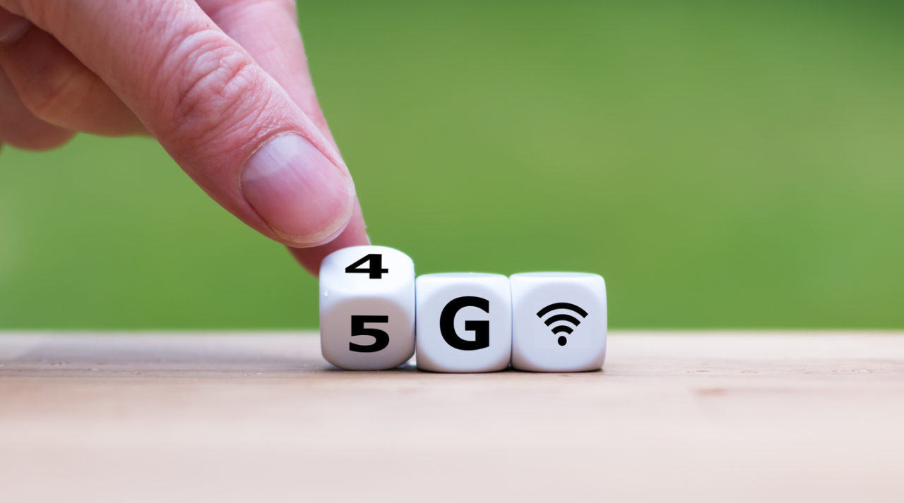 Spectrum sharing on 5G phone
